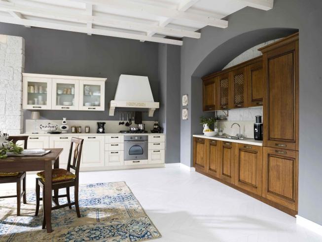 Cucina Classica contemporanea con ante in legno - Consegne in Friuli ...