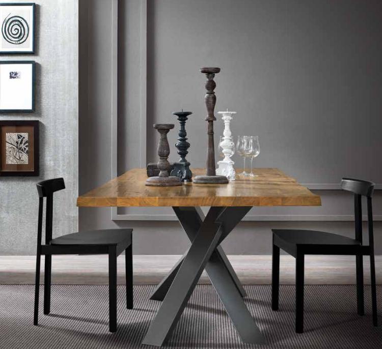 Tavolo in legno massiccio allungabile piedi in metallo e for Tavolo legno metallo
