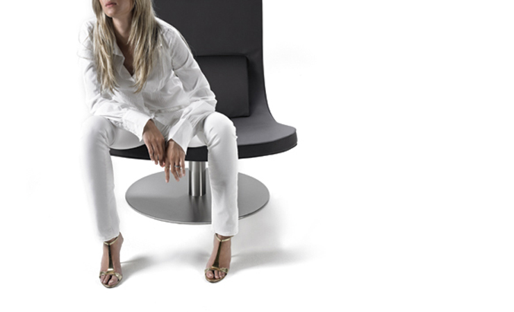 Sedia moderna girevole con tessuto o pelle di design for Sedia design girevole