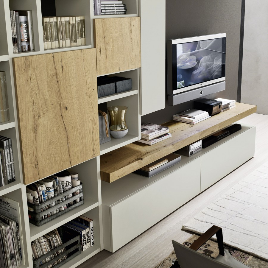 Soggiorno libreria componibile a parete con moduli sfalsati ...