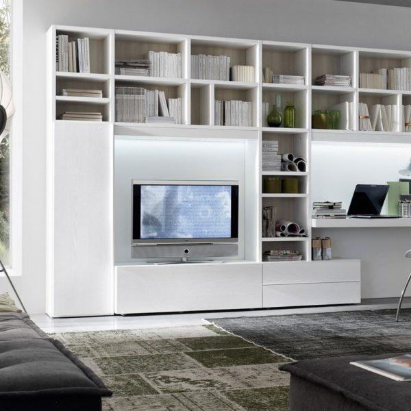Soggiorno libreria componibile con ampi vani per televisore e ...