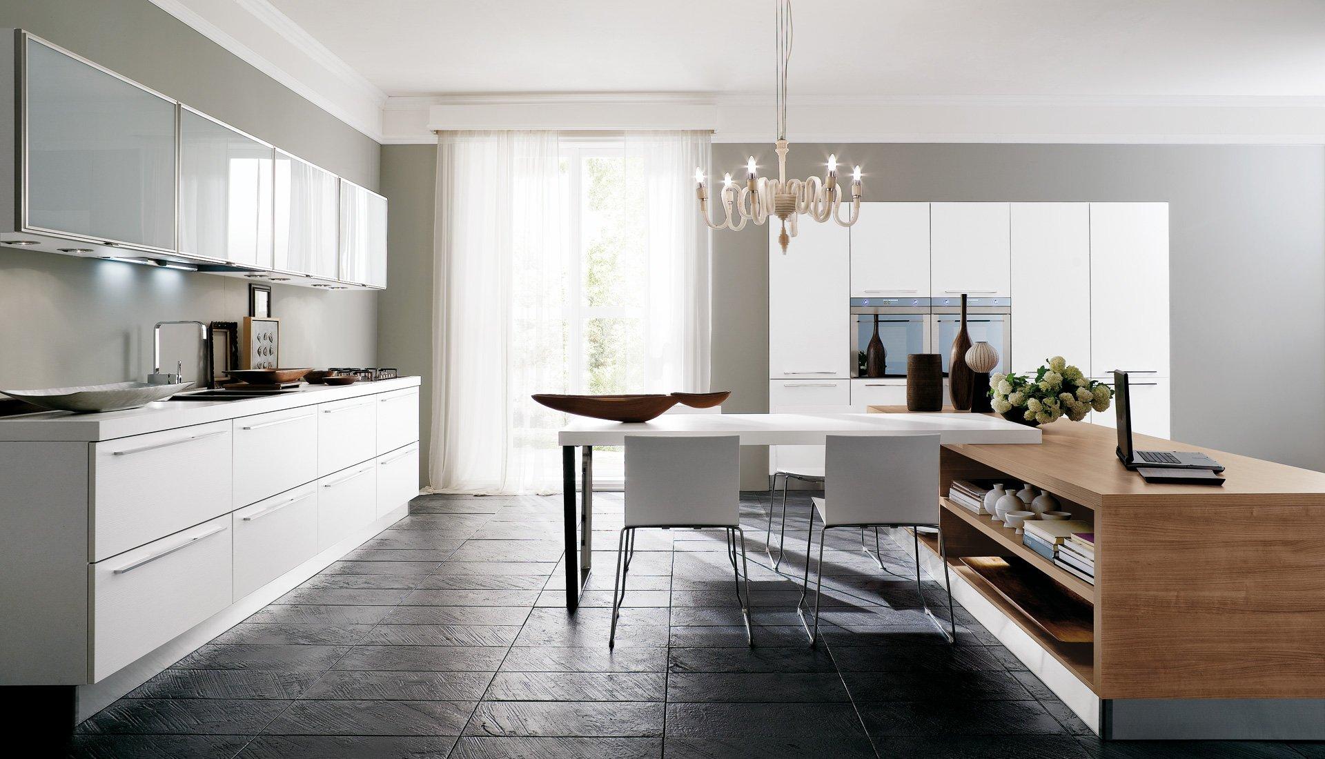 Cucina in legno nelle finiture rovere frassino noce e for Castagna arredamenti